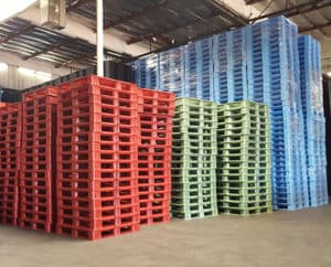 reusable-pallets-in-the-warehouse